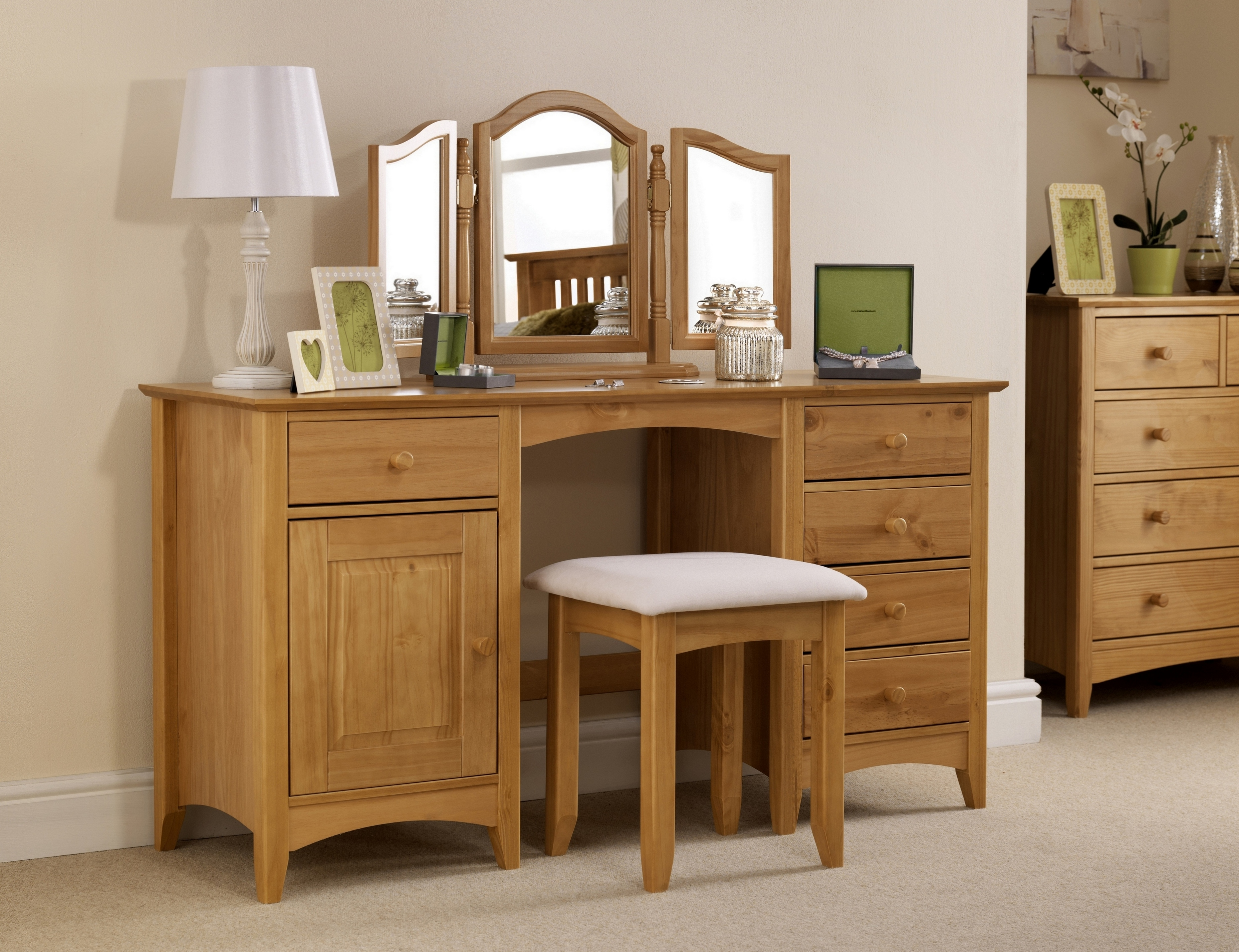 Ashfield Bedroom Furniture: Simplistic Solid Pine Dressing Stool